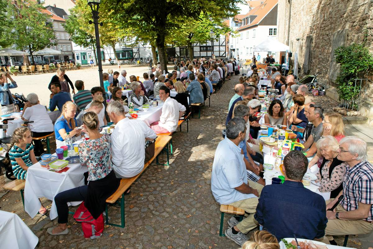 Frühstück Mit Nachbarn Auf Dem Magnikirchplatz Braunschweig