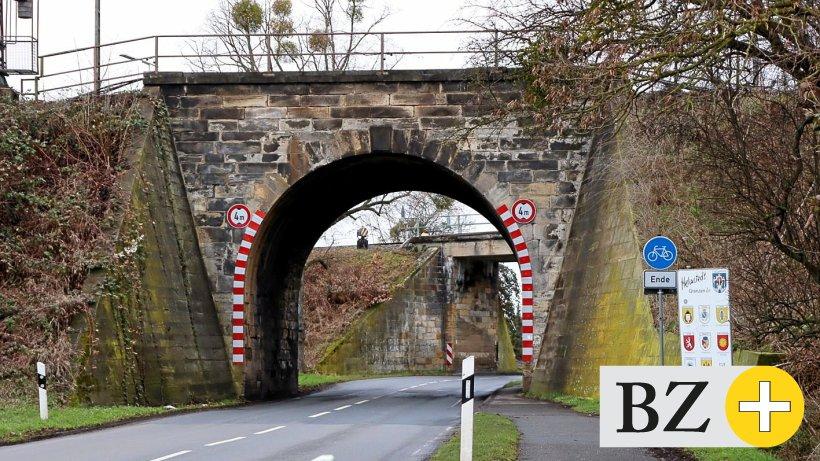 Engpass-an-Bahnbr-cke-in-Helmstedt-auf-dem-Pr-fstand