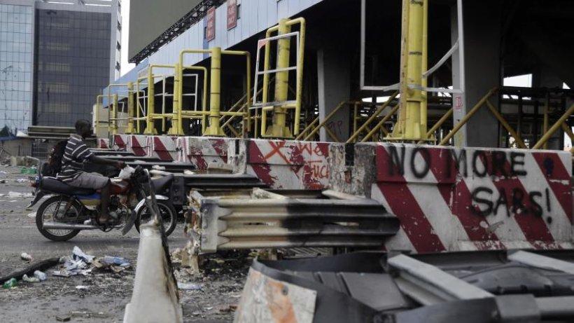 Nigerias Präsident: Zahlreiche Tote bei #EndSARS-Protesten