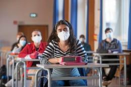 Pandemie: Corona-Notbremse für Schulen: Müssen sie eher schließen?