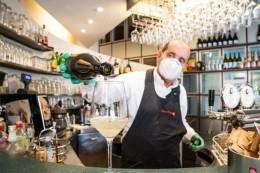 Pandemie: Südtirol will Gastronomie innen mit Corona-Pass erlauben