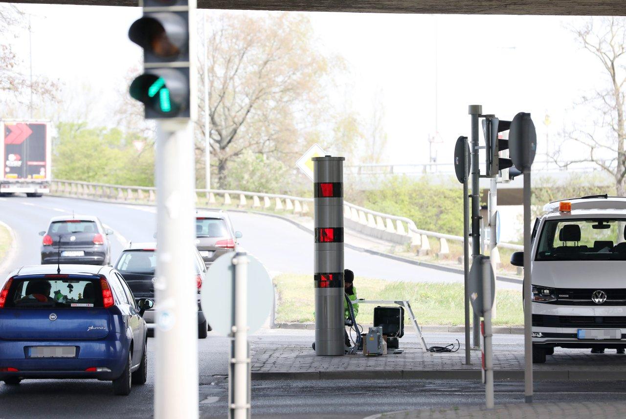 Mitte April wurden die neuen Blitzer am St.-Annen-Knoten aufgestellt. Zunächst dokumentierten sie nur Tempoverstöße, seit August auch Rotlicht-Fahrten.