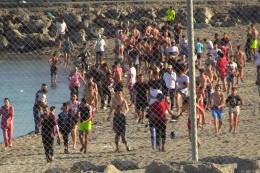 Ansturm auf Ceuta: 5000 Migranten erreichen spanische Exklave