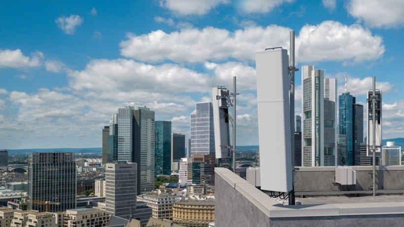 Neue 5G-Antennenlösungen von Ericsson für das mittlere Frequenzband