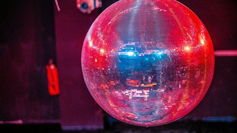 Corona-Studie: Wie kam es zum Superspreading? im Club X in Berlin?
